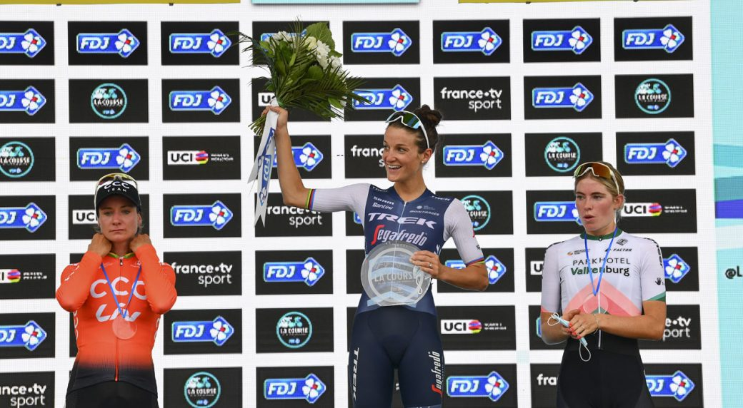 Lizzie Deignan snatches victory in brilliant sprint finish at Le Course
