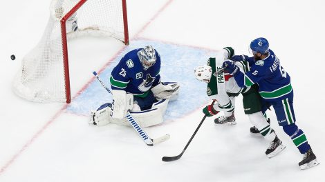 zach-parise-jacob-markstrom-wild-canucks