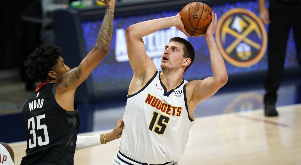 Jokic dominates, Murray leaves early in Nuggets' win over Rockets