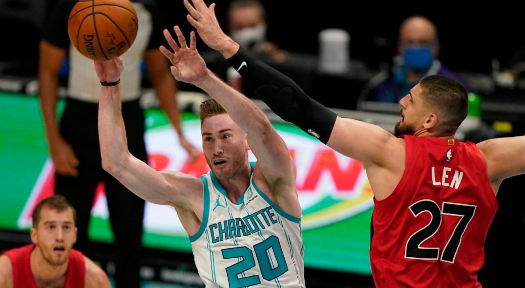Hornets' Gordon Hayward day-to-day with fractured finger