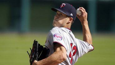 Matt-Wisler-pitching