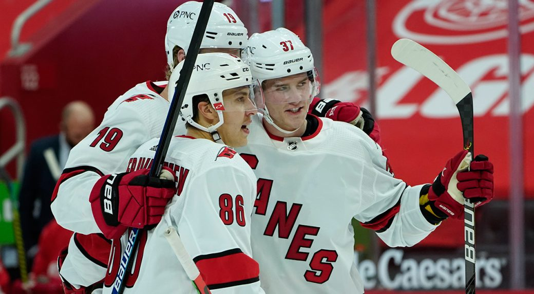 Niederreiter's ninth helps the 'Canes top the Chicago