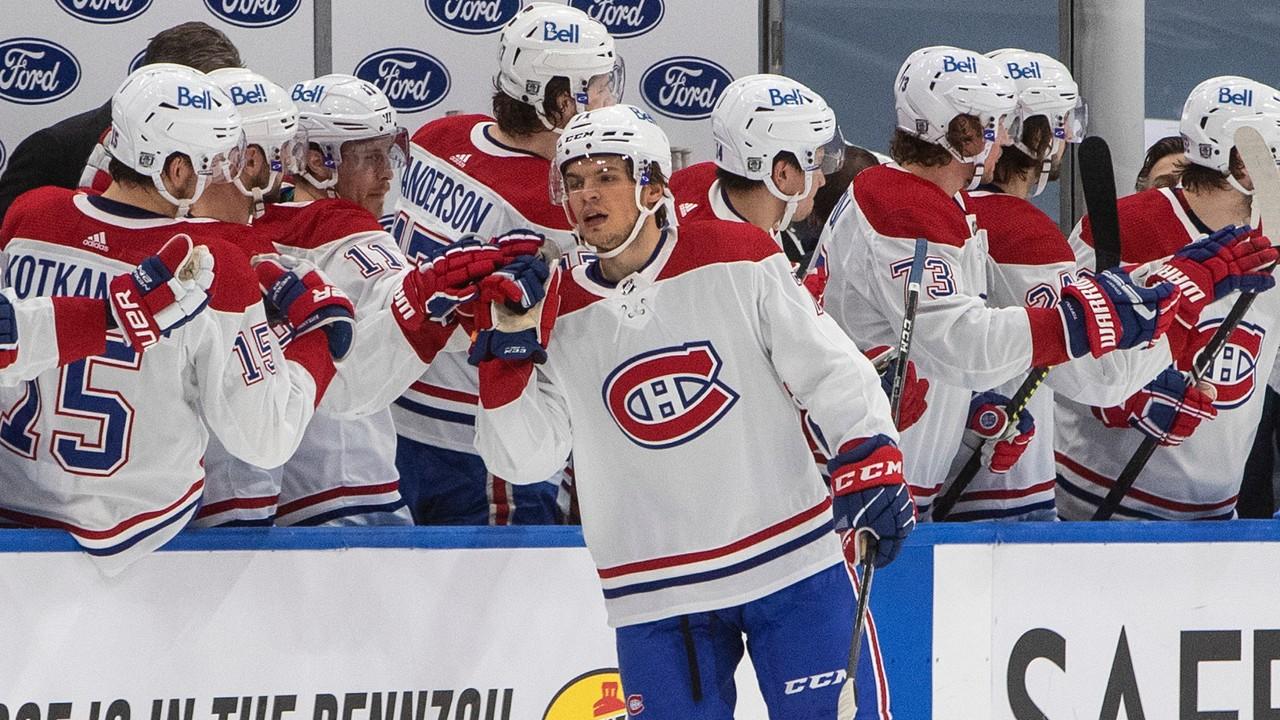 Canadiens 'Evans gets up on stretcher after Jets' Scheifele hit