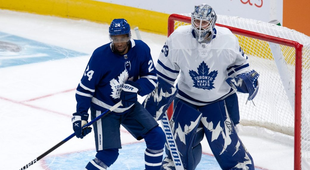 Maple Leafs' Simmonds out six weeks with broken wrist