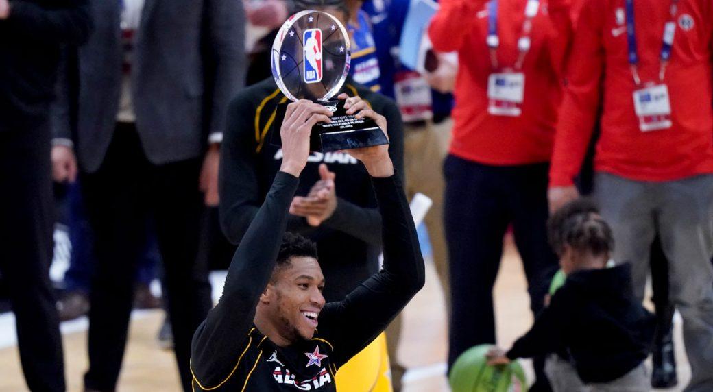 Antetokounmpo alza al cielo il trofeo di MVP (Credits: Sportsnet)