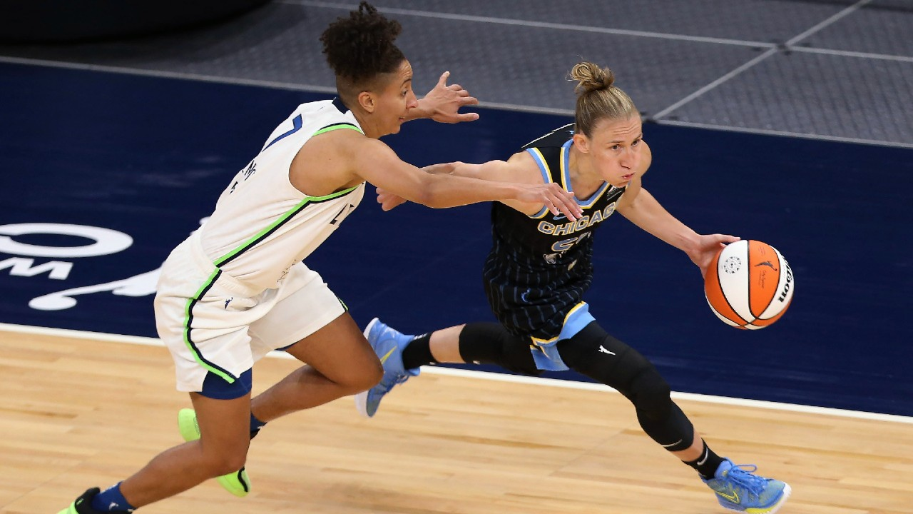 Courtney Vandersloot becomes fourth WNBA player to record 2,000 assists