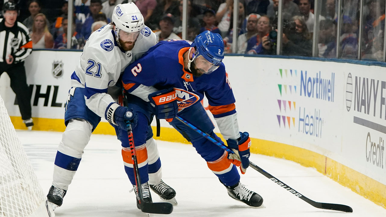 Scoring points again to lead Lightning past the Islanders in Game 3