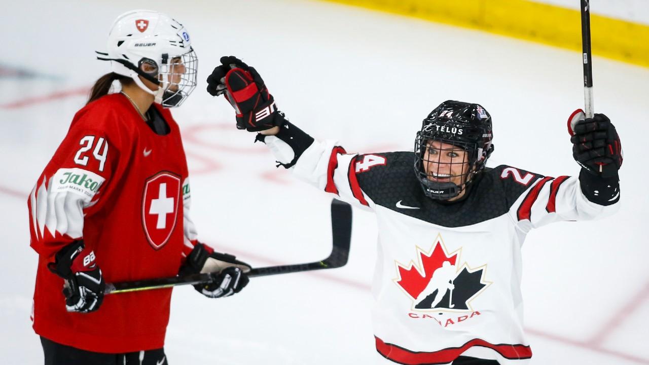 La canadiense Natalie Spooner acepta desafíos dentro y fuera del hockey