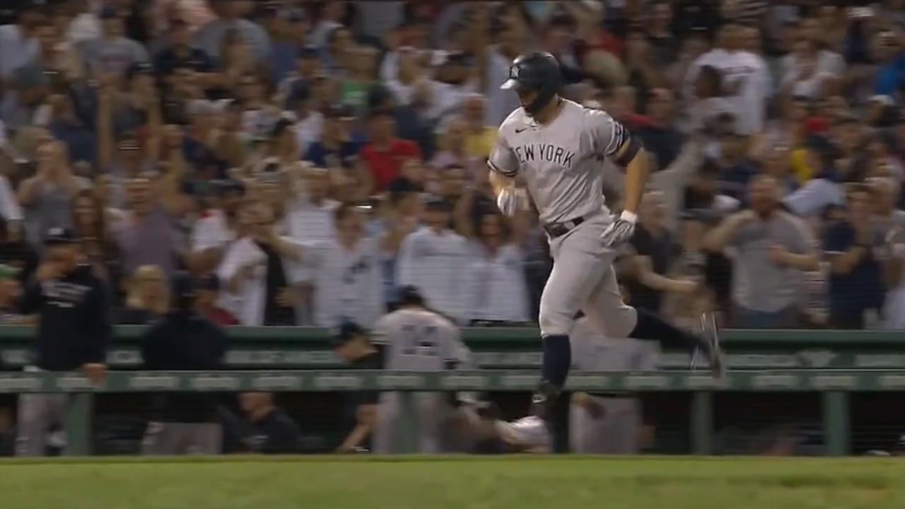 Stanton de los Yankees lanza un grand slam contra los Medias Rojas