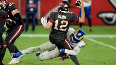 Tampa-Bay-Buccaneers-quarterback-Tom-Brady-gets-sacked-by-a-Los-Angeles-Rams-linebacker