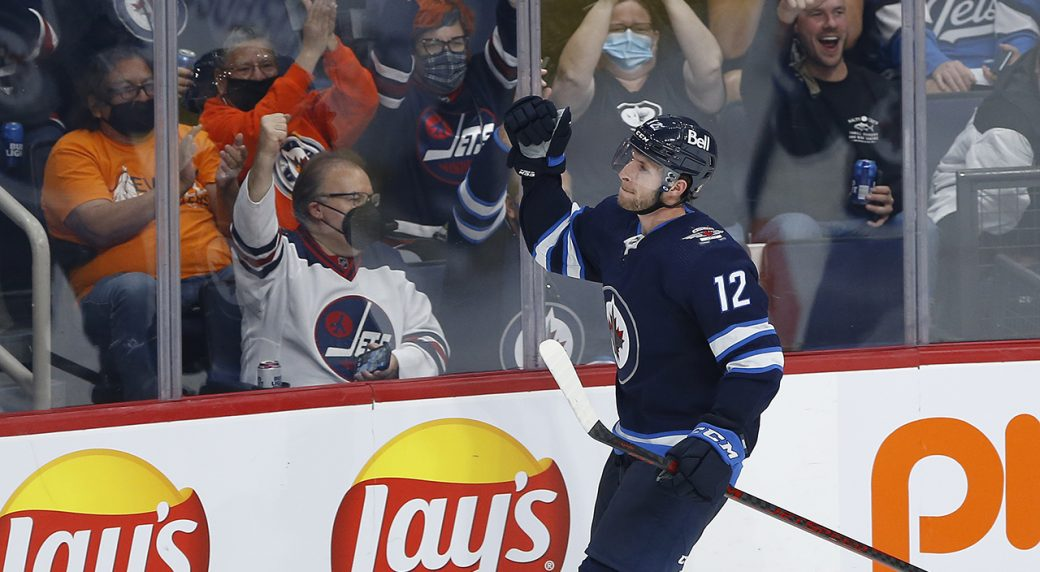 Harkins' three-point night powers Jets to win over Oilers