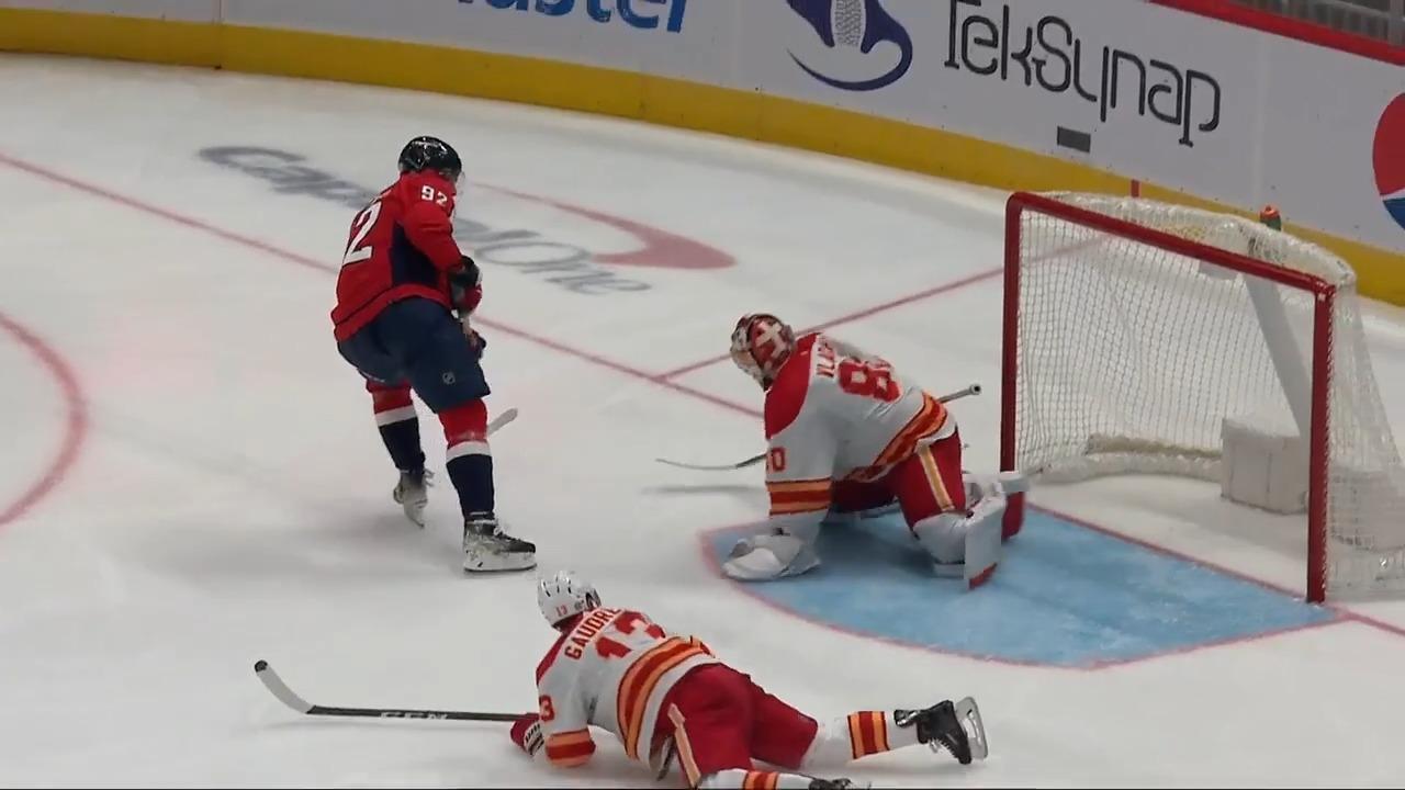 Kuznetsov picks Gaudreau's pocket and finishes the short-handed goal