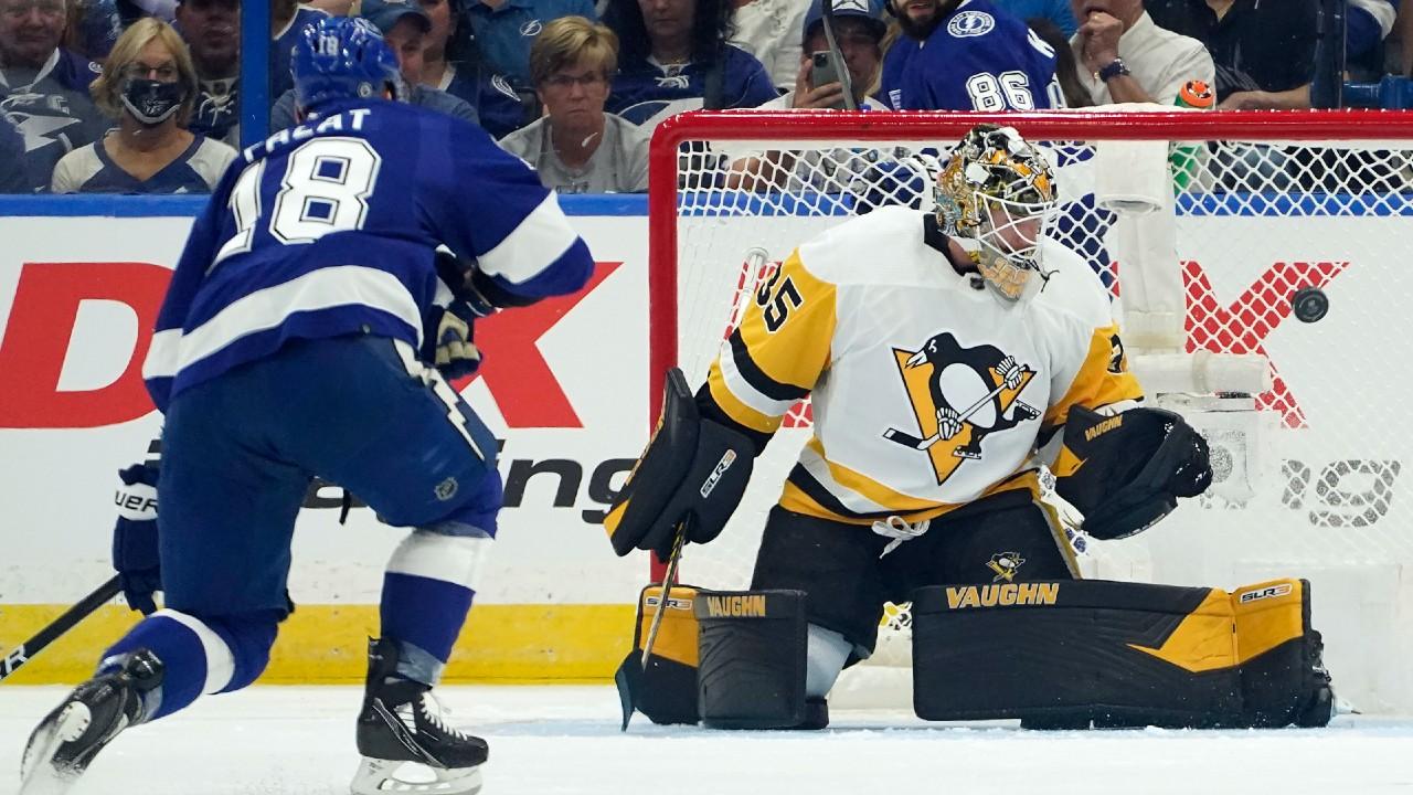 Jarry makes 26 saves as Penguins spoil Lightning's home opener